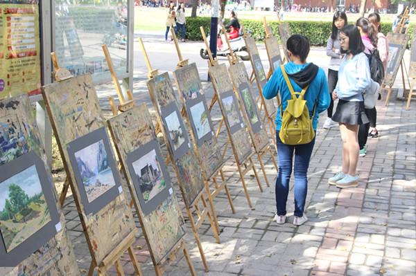 动漫学院举办水粉画作品展